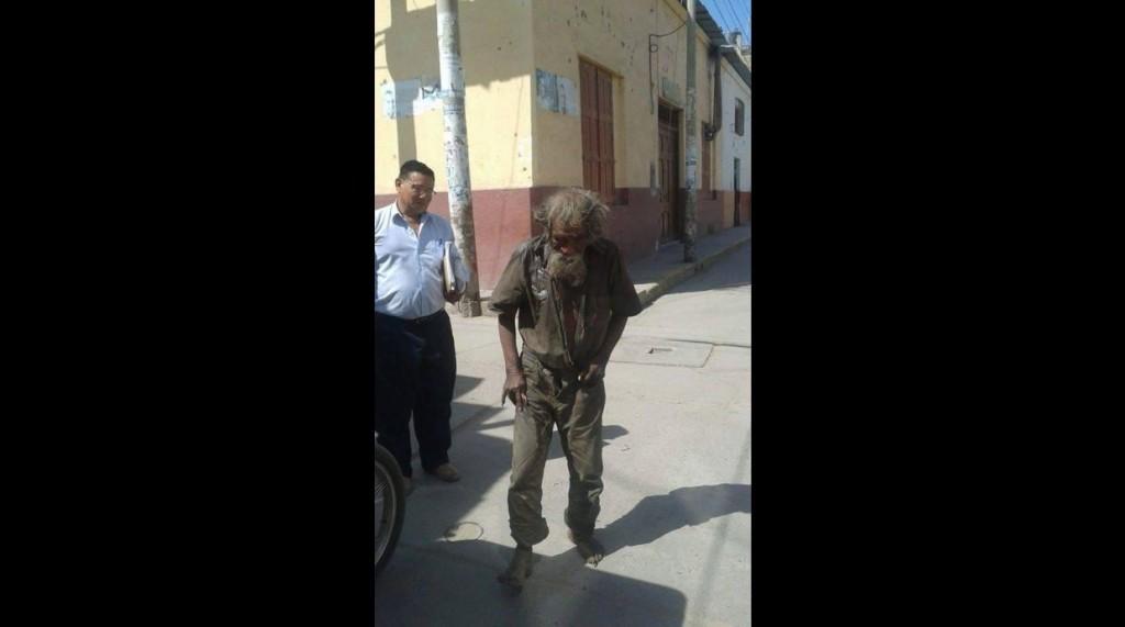 El mendigo de 83 años de edad, conocido como Loco Chumán, deambula por las calles de Ferreñafe desde hace varios años