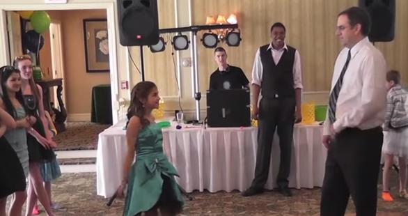 Esta niña y su padre prepararon un coreografía genial.